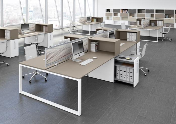Arredi per uffici operativi scrivanie operative con gambe for Scrivanie operative ufficio