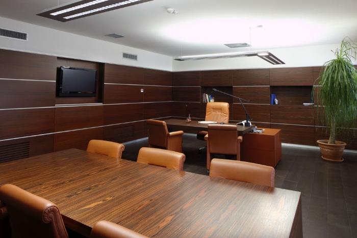 Tavoli riunione su misura di alta qualità a Brescia, Milano. Mobili per sala riunioni su misura
