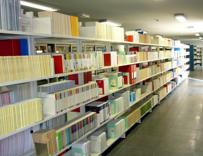 Scaffalatura per biblioteche sale lettura casa negozi scuole