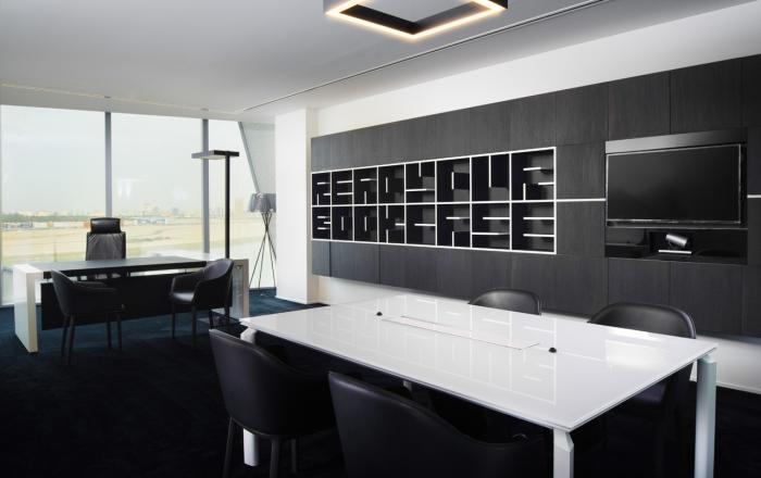 Sale riunioni eleganti e moderne tavoli per riunioni for Arredo sala riunioni