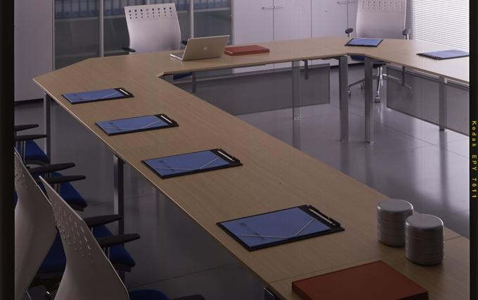 Arredi per sala riunioni moderna tavoli per riunioni in - Tavoli per sala ...