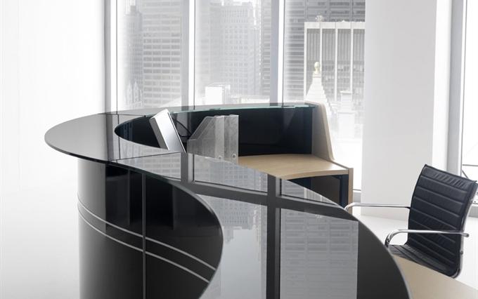 Fornitura di banconi reception per aziende desk in legno for Aziende produttrici di mobili