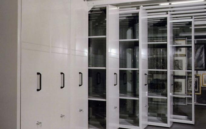 Sistema di archiviazione per oggetti particolari mobili for Mobili particolari