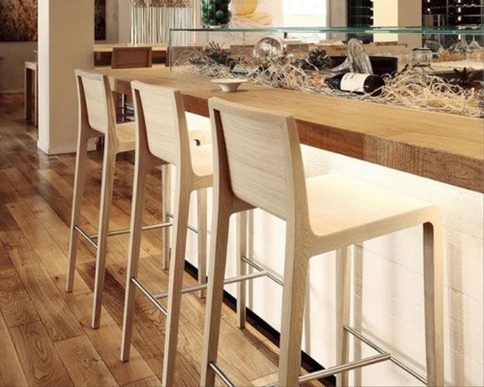 Sgabelli in legno per bar per hotel a brescia cremona sgabelli