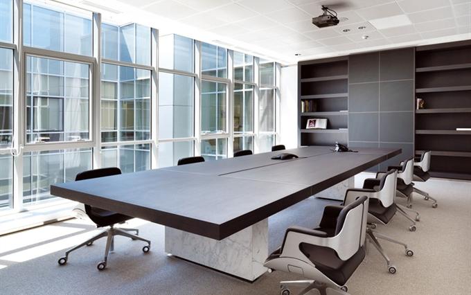 Tavoli riunioni di grandi dimensioni tavoli per meeting for Arredo sala riunioni