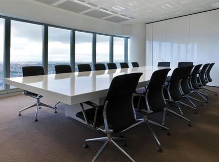 Arredamenti per l 39 ufficio soluzioni su misura di alt for Allestimento ufficio