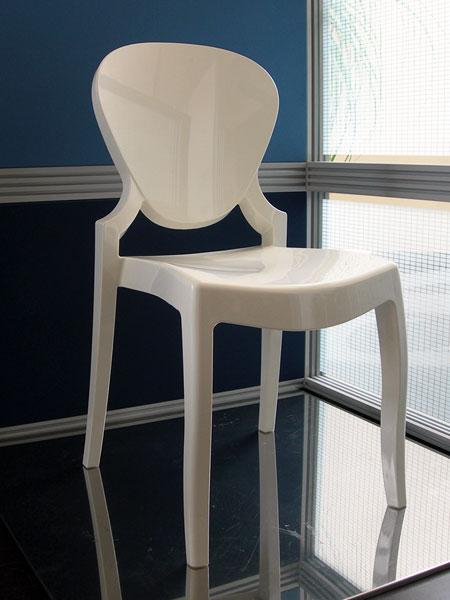 Awesome sedie in policarbonato contemporary for Sedie policarbonato economiche