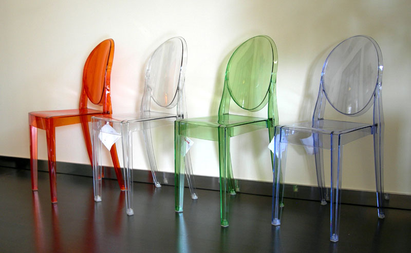 Noleggio arredi per stand e fiere sedie sgabelli tavoli for Sedie policarbonato